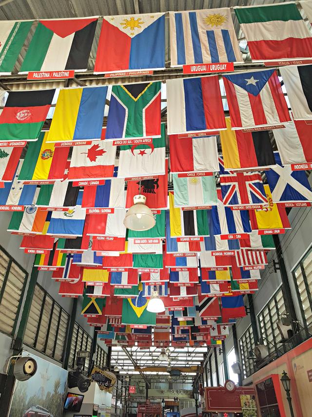 Corcovado-Bandeiras-Rio-de-Janeiro