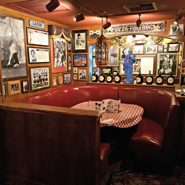 Buca di Beppo Orlando Mesas Decoração - Buca di Beppo: Restaurante Italiano nos Estados Unidos