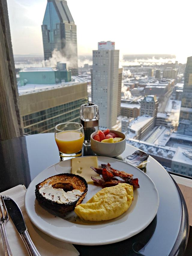 Le Centre Sheraton Montreal Hotel Café com vista - Hotel em Montreal: Le Centre Sheraton Montreal Hotel