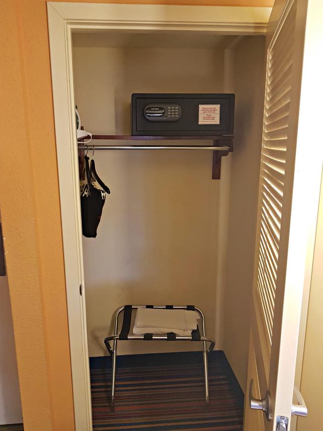 CocoKey Hotel Orlando Armário - Hospedagem em Orlando: Coco Key Hotel & Water Resort