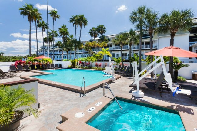 clwrb holi clearwater beach south Pool preview 650x433 - Um Hotel para relaxar na Flórida: Holiday Inn & Suites Clearwater Beach S-Harbourside