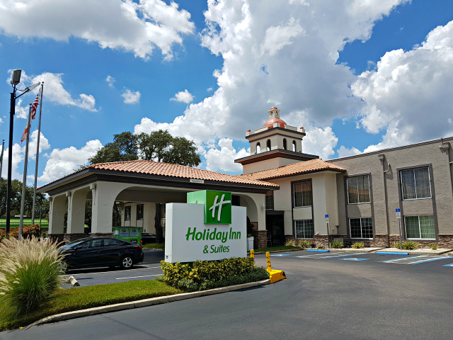 Holiday Inn Hotel Suites Tampa North Busch Gardens Area Fachada - Hotel próximo ao Busch Gardens‎: Holiday Inn Hotel & Suites Tampa North