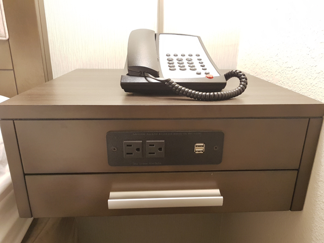 Hotel Hampton Inn Miami Midtown Quarto Telefone Usb - Hotel em Miami Midtown: Hampton Inn & Suites Miami Midtown