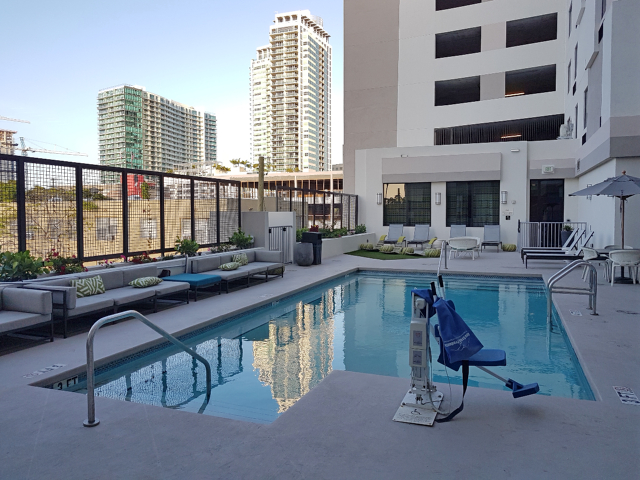Hotel Hampton Inn Miami Midtown piscina - Hotel em Miami Midtown: Hampton Inn & Suites Miami Midtown