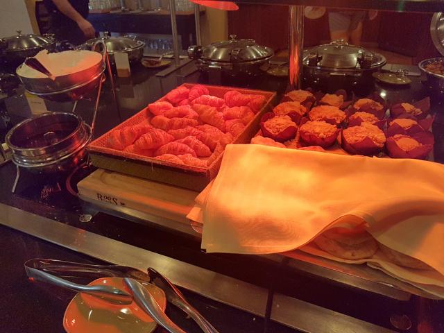 DoubleeTree by HIlton Hotel Orlando at SeaWorld Café Manhã Buffet Croissant - Hotel em Orlando: DoubleTree by Hilton Hotel Orlando at SeaWorld