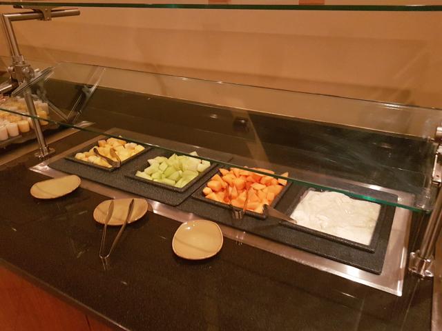 DoubleeTree by HIlton Hotel Orlando at SeaWorld Café Manhã Buffet Frutas Iogurte - Hotel em Orlando: DoubleTree by Hilton Hotel Orlando at SeaWorld