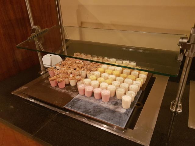DoubleeTree by HIlton Hotel Orlando at SeaWorld Café Manhã Buffet iogurte - Hotel em Orlando: DoubleTree by Hilton Hotel Orlando at SeaWorld