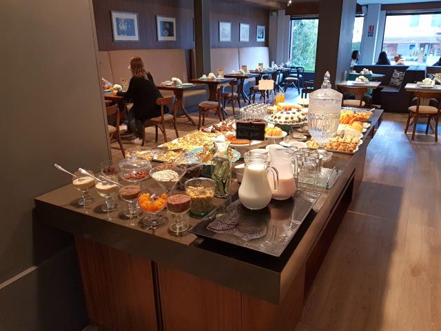 Hotel Cercano Gramado Buffet Café da manhã - Hotel Cercano Gramado - Onde se Hospedar na Cidade do Natal Luz