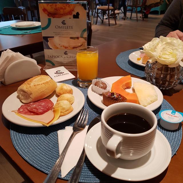 Hotel-Cercano-Gramado-Café-Manhã